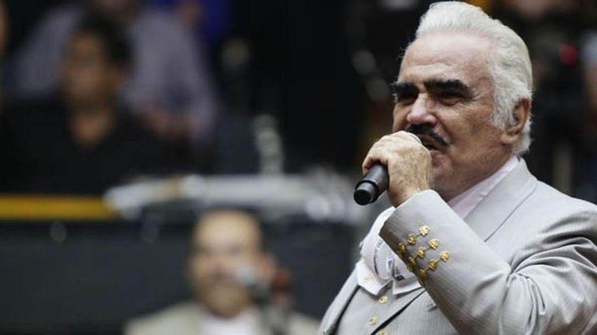 """El cantante Vicente Fernández rechaza un trasplante de hígado por si el donante era """"gay o drogadicto"""""""