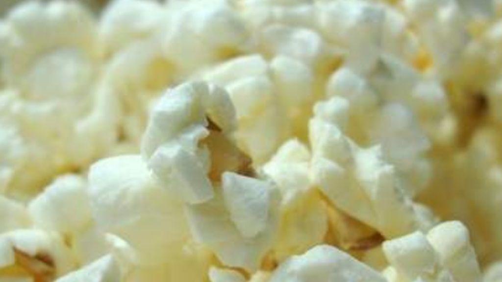 Una madre logra salvar a su hijo de diez años de morir ahogado por una palomita en un cine de Gijón