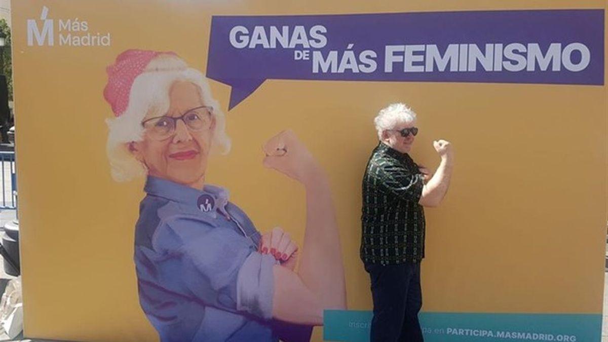"""""""La conozco y admito desde hace mucho tiempo"""": Almodóvar apoya abiertamente a Manuela Carmena"""