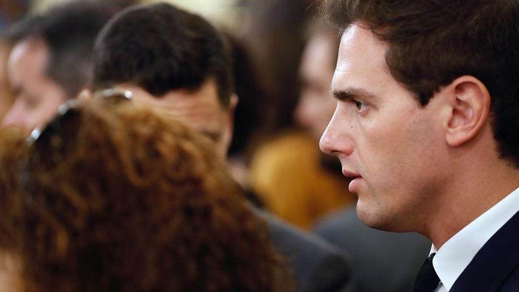 "Rivera acude a despedir a Rubalcaba: ""Un brillante parlamentario, un político inteligente"""