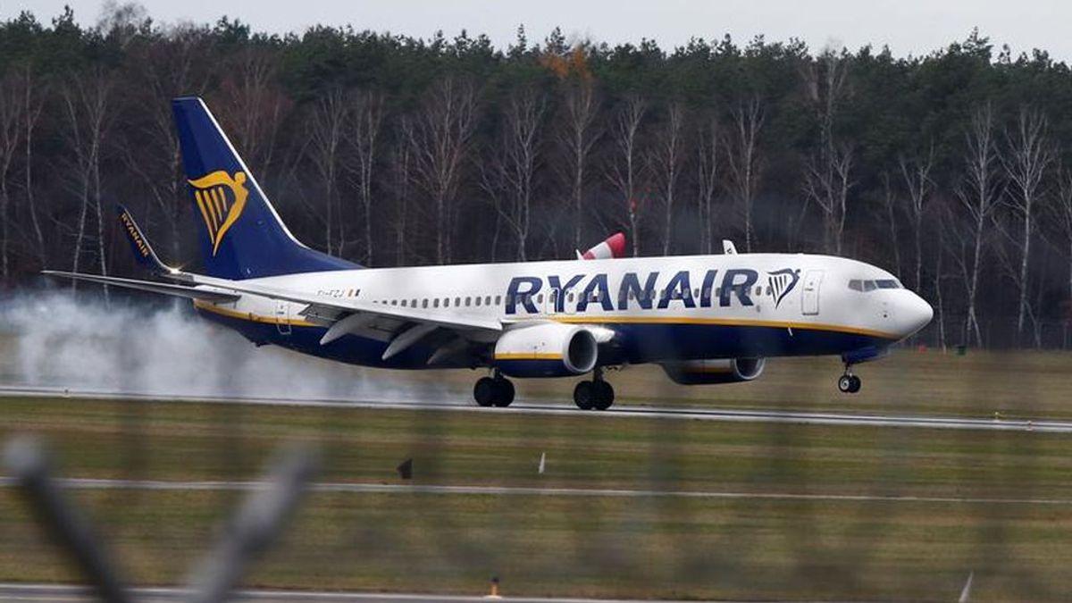 """""""Os voy a matar a todos"""", el grito de un hombre que intentaba abrir la puerta del avión en pleno vuelo a Gran Canaria"""