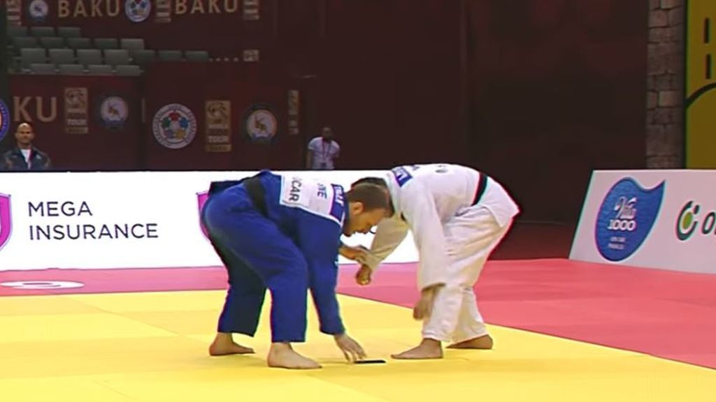 La insólita descalificación de un judoka tras caerse su móvil en medio del combate