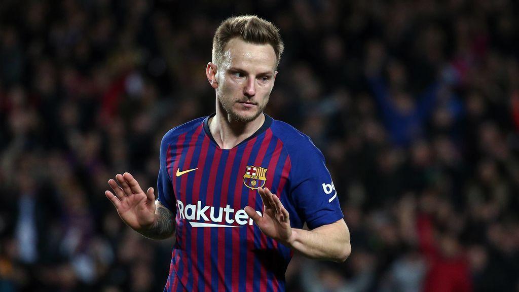 Un grupo de radicales del Barça acude a la casa de Rakitic para pedirle explicaciones por su 'escapada' a la Feria de Sevilla