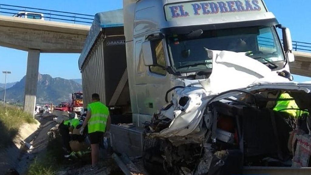 Dos fallecidos y 6 heridos en el accidente de tráfico registrado en Cieza (Murcia)