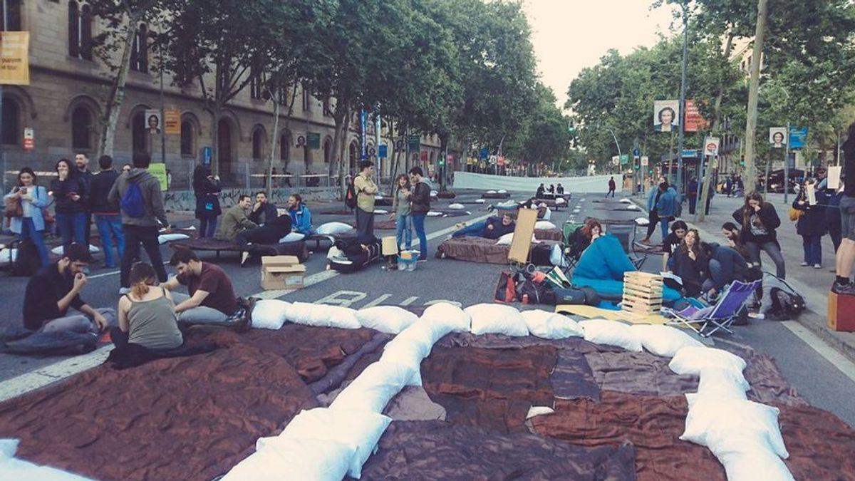 Desalojan en Barcelona la acampada de 'Trae tu casa' en protesta del precio de la vivienda