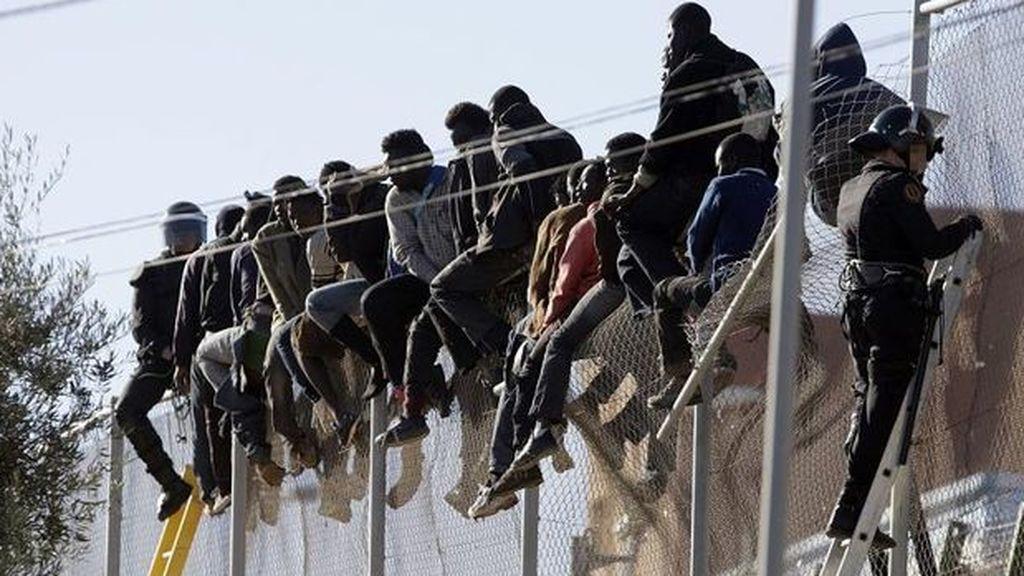 Medio centenar de subsaharianos saltan la valla fronteriza y acceden a Melilla