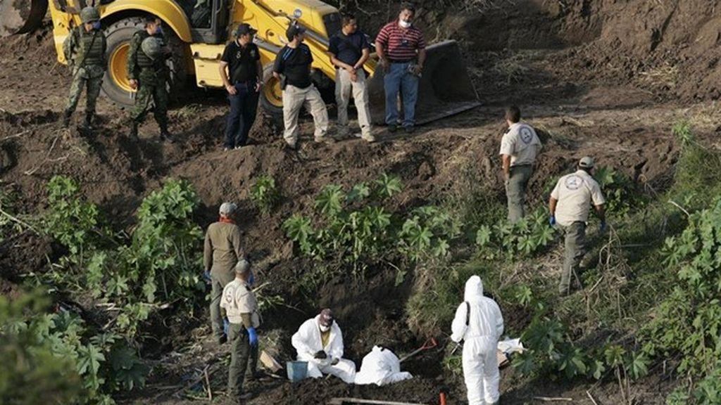 Aparecen al menos 35 cadáveres en tres fosas clandestinas en México