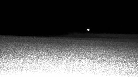 Un inexplicable objeto luminoso sorprende en mitad de la ...