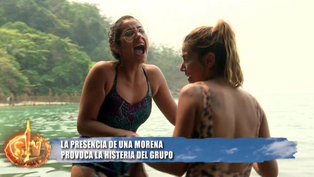 Violeta, histérica al encontrarse una morena en el agua