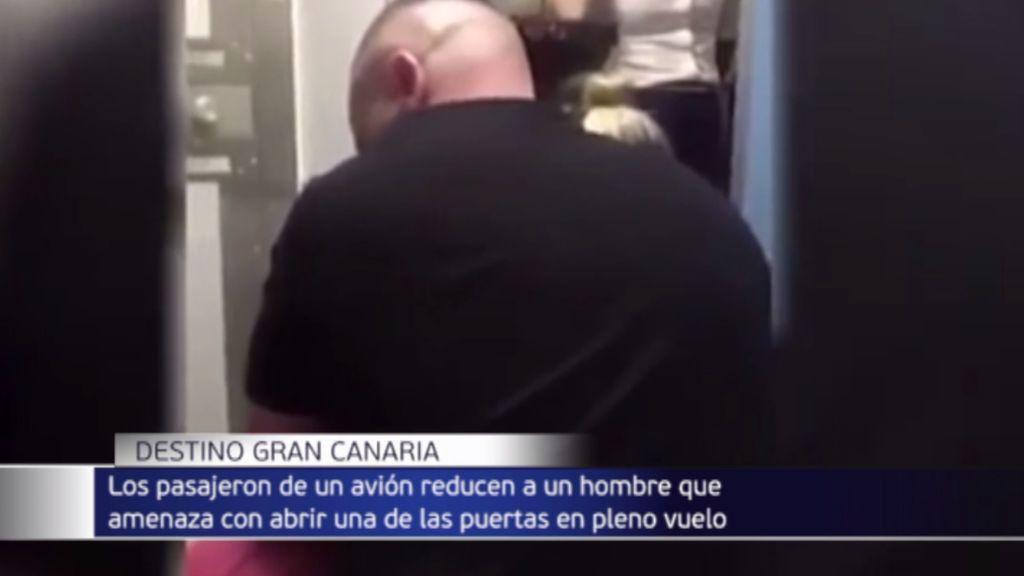 """Un pasajero siembra el terror en pleno vuelo a Gran Canaria: """"Os mataré a todos"""""""
