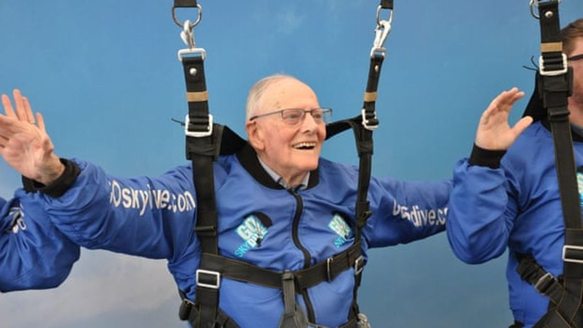 A los 94 años se tiran en paracaídas sobre Normandía para rememorar el 75 aniversario de la batalla