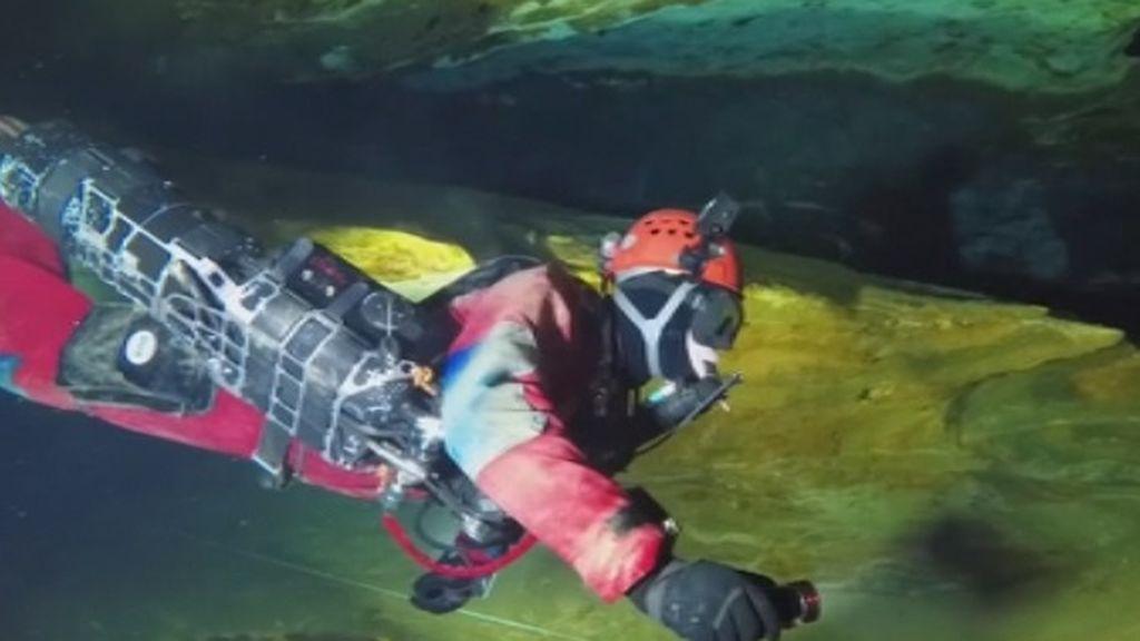 Unos espeleólogos checos presentan una nueva tecnología para explorar cuevas inundadas