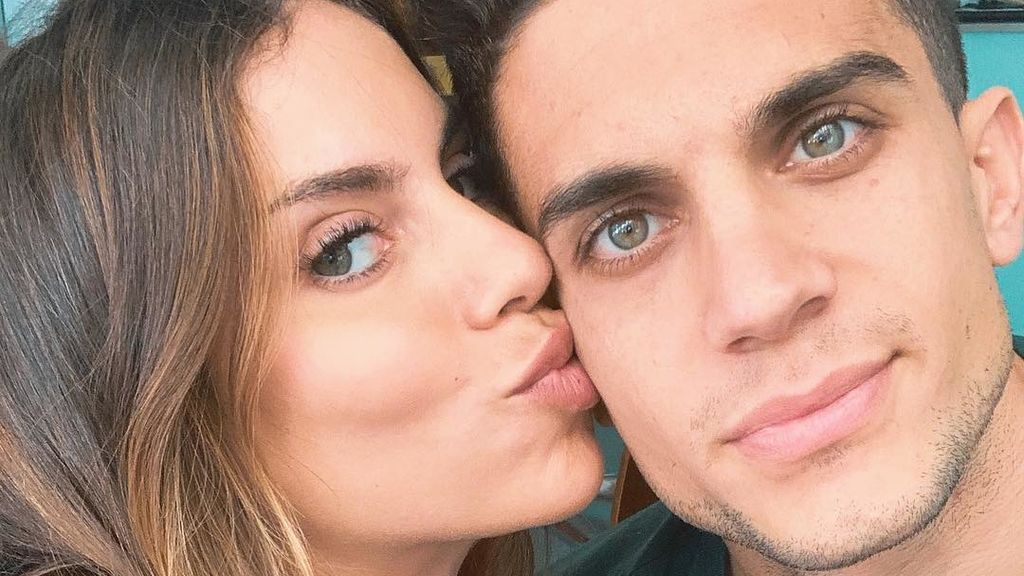 """La cara de sorpresa de Marc Bartra al enterarse del sexo de su tercer hijo con Melissa Jiménez: """"Después de dos princesas"""""""