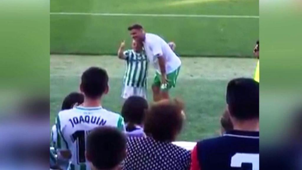 """El precioso gesto de Joaquín con un aficionado del Betis con síndrome de Down: """"Estoy feliz"""""""