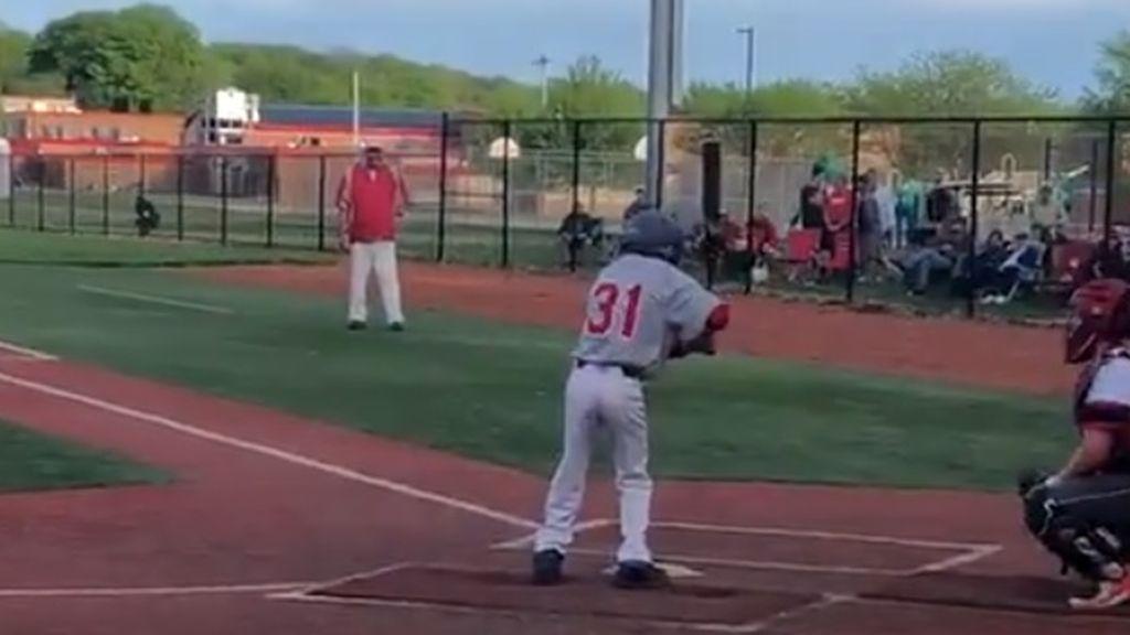 El béisbol tiene momentos como este: Nolan Holtz, el bateador ejemplo de superación