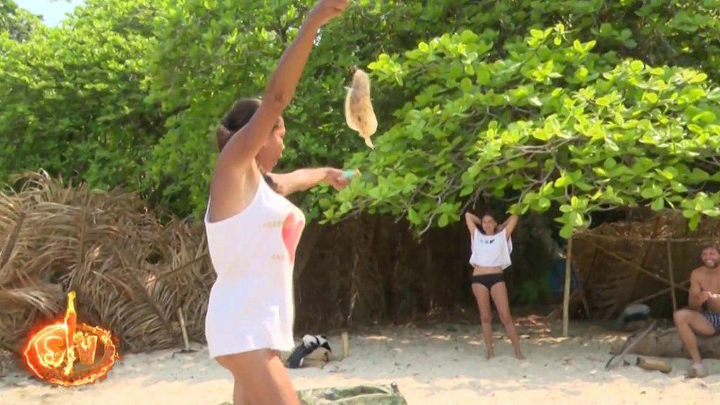 Isabel Pantoja, pletórica tras pescar un lenguado