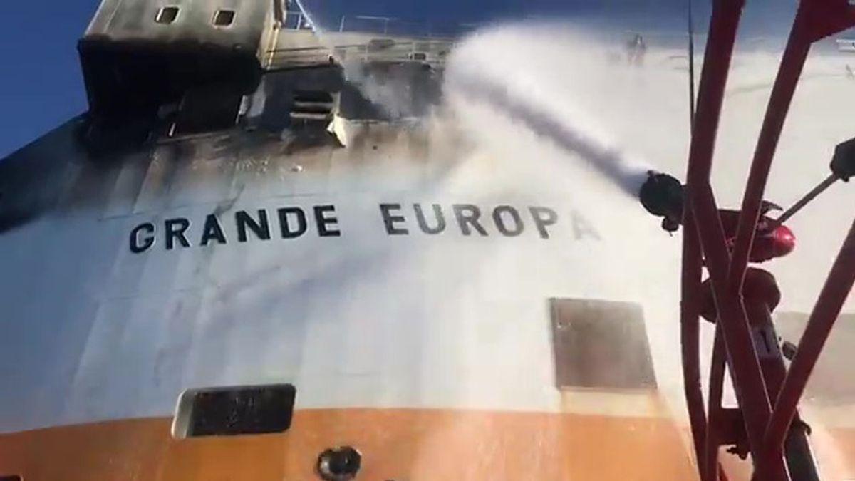 """El incendio del buque 'Grande Europa' está """"prácticamente extinguido"""