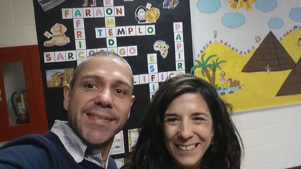 La increñible historia de dos profes de diez, Raúl y Cristina, que arrasan en EEUU