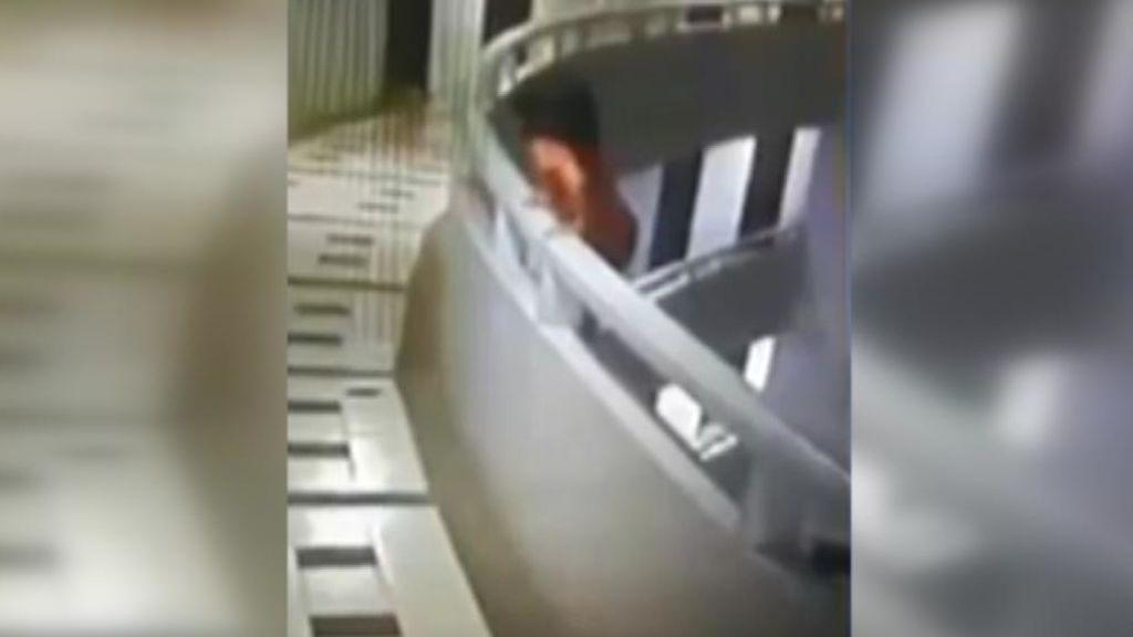 Una niña sobrevive tras lanzarse al vacío desde un piso 11 en un hotel