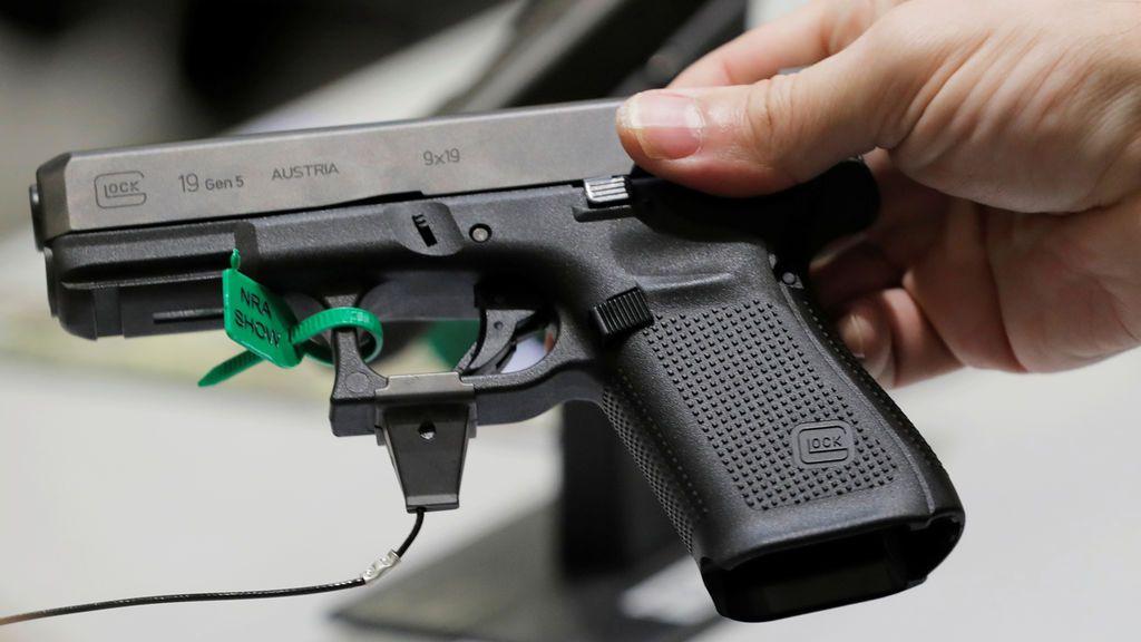 Un niño de 8 años dispara a su madre accidentalmente con una pistola que creía que era de juguete