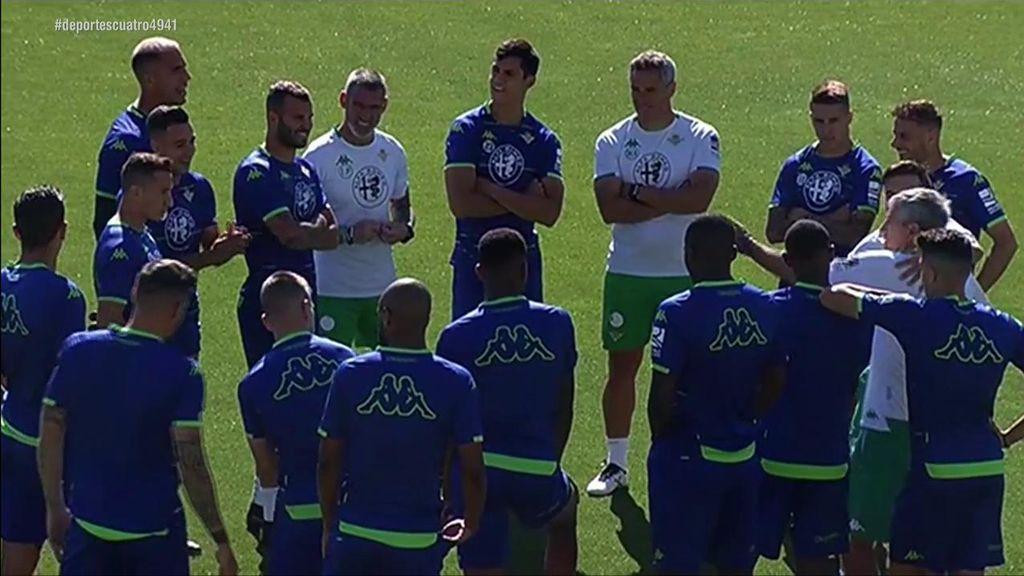 """Joaquín bromea con Guardado en el entrenamiento del Betis: """"Te voy a meter una multa que vas a flipar"""""""