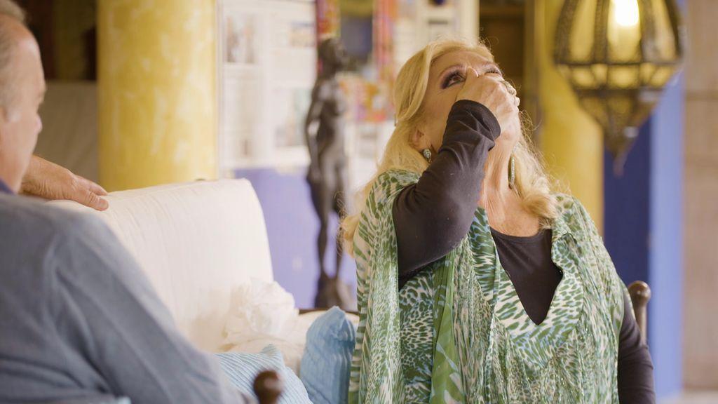 María llora al hablar de la muerte de Rocío