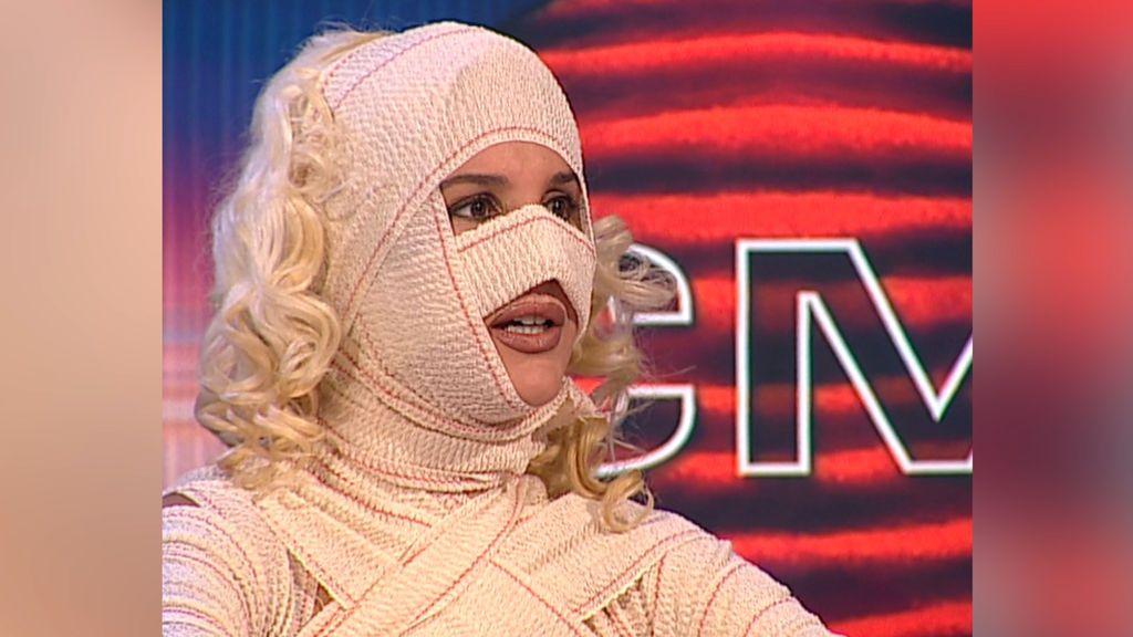 Loly Álvarez lució nueva cara en 2001