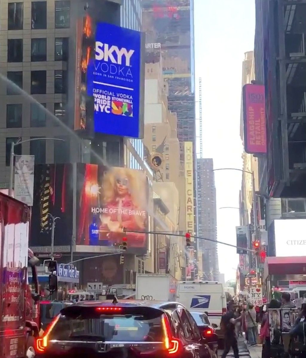 Arde un anuncio electónico de Times Square