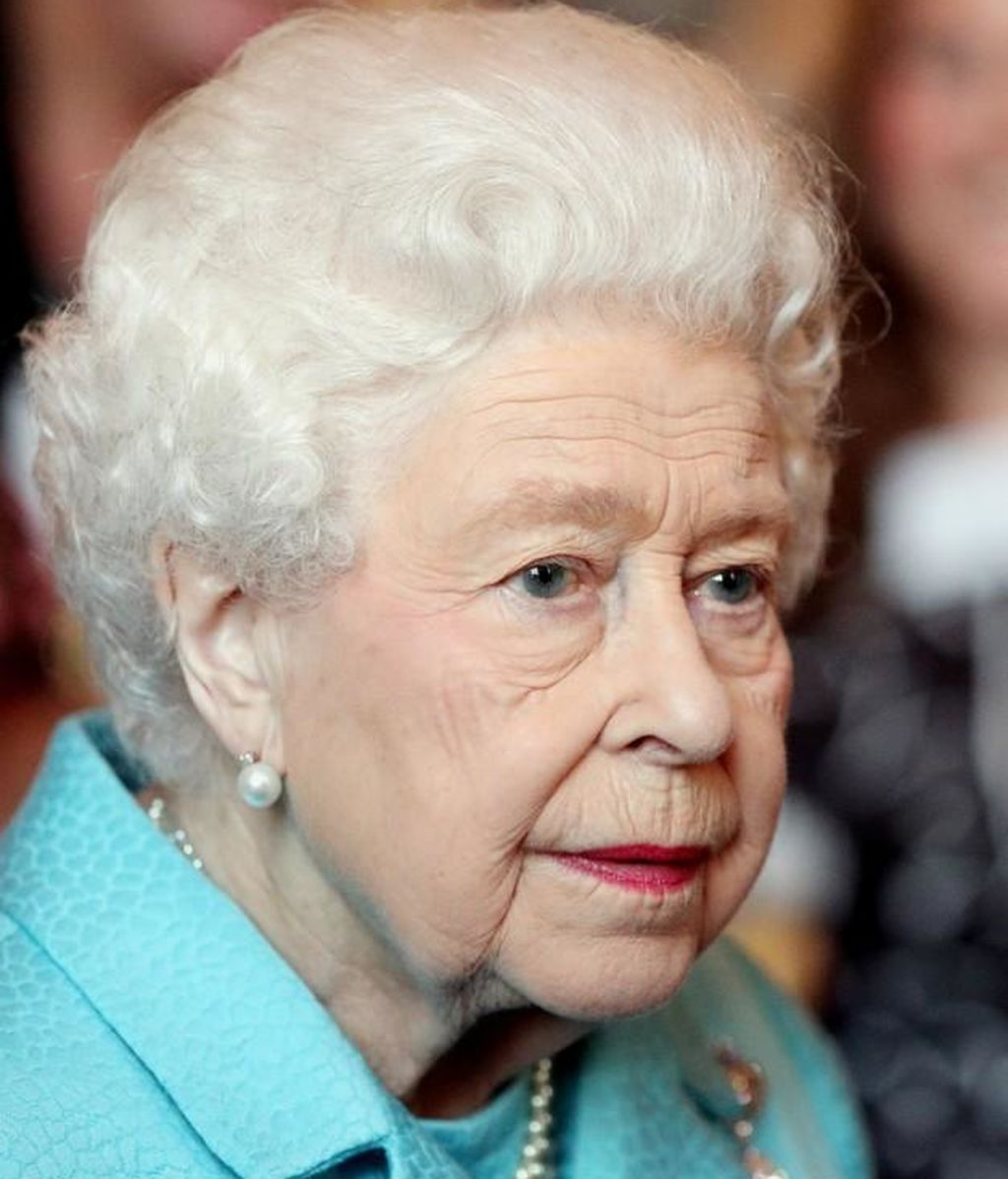 La reina Isabel II busca community manager