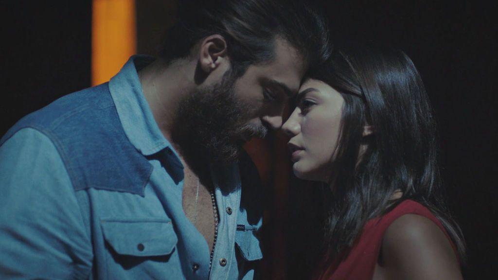 Todo sobre la relación en la vida real entre Can Yaman y Demet Özdemir