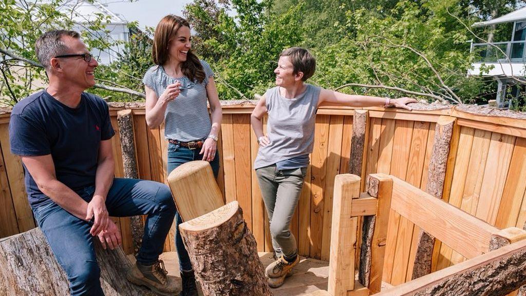 Kate Middleton en el proceso de creación de la casa del árbol inspirada en los nidos de las aves