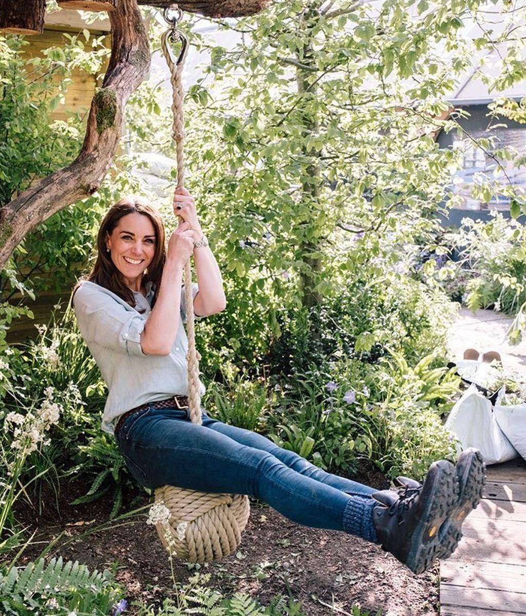 Kate Moddleton balanceándose en el columpio-bola colgante, uno de los elementos estrellas