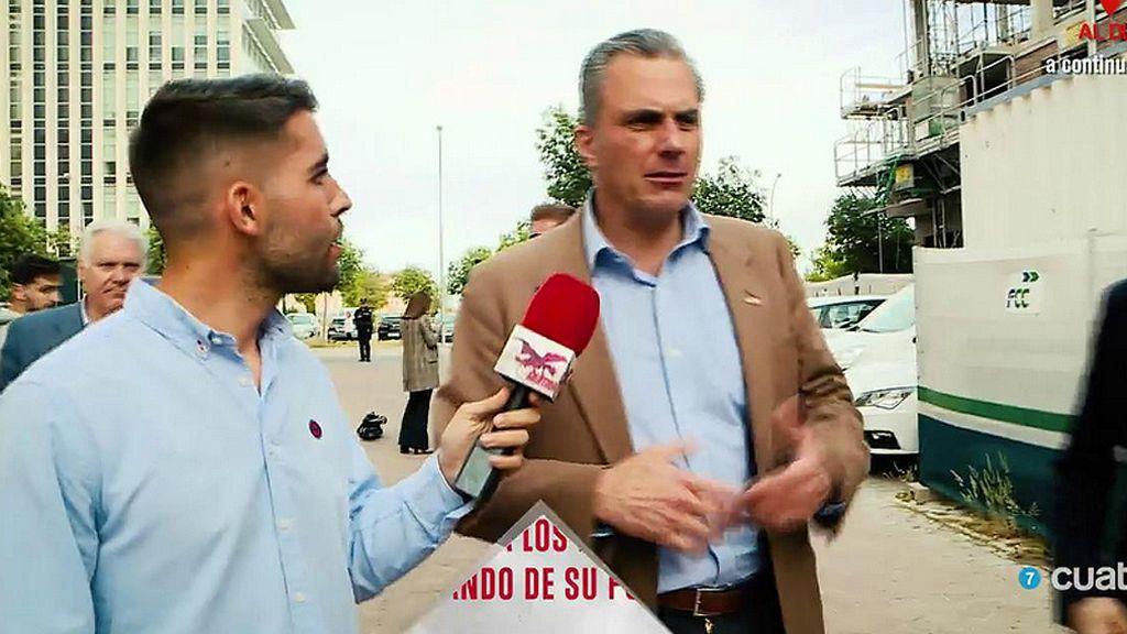 """Ortega Smith no responde a nuestras reporteras, pero sí a Fabián Pérez: """"Para mí la falange significa lo mismo que para ti"""""""