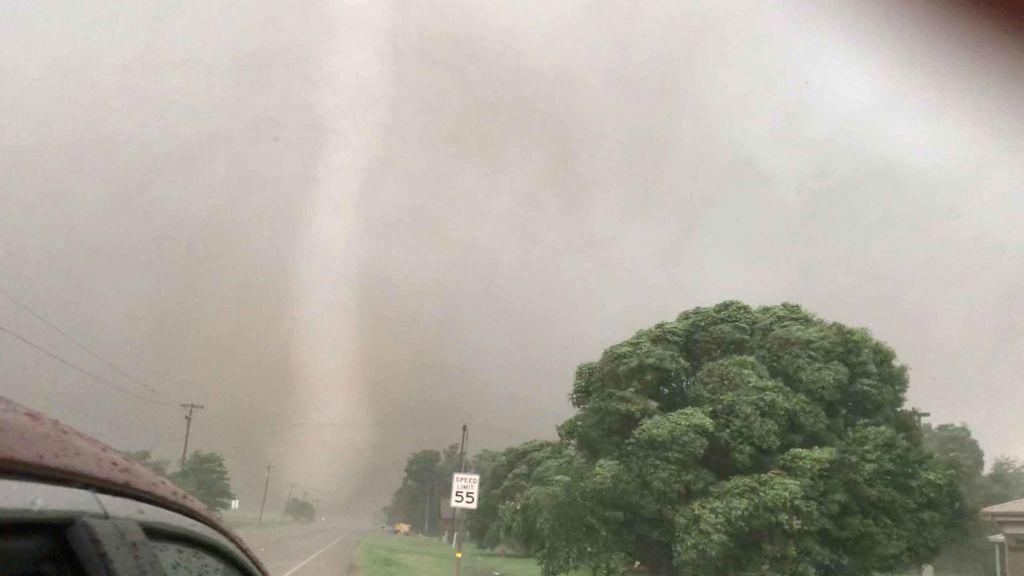 20 millones de personas en alerta: 14 peligrosos tornados avanzan en Oklahoma, Texas y Missouri