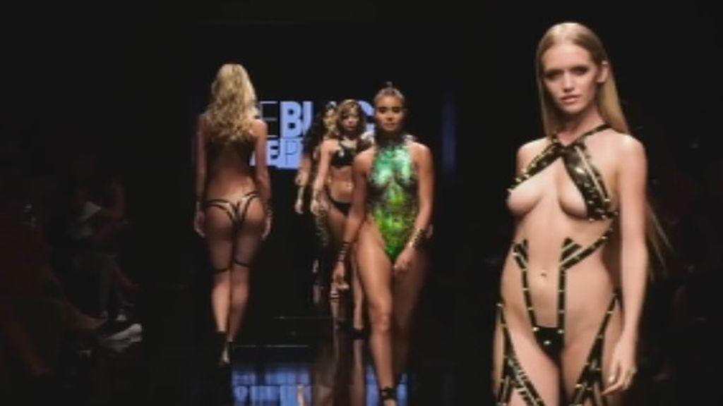 España La Tortura Fuerza Adhesivo' Del Con 'bikini A Llega 8nw0vmPOyN