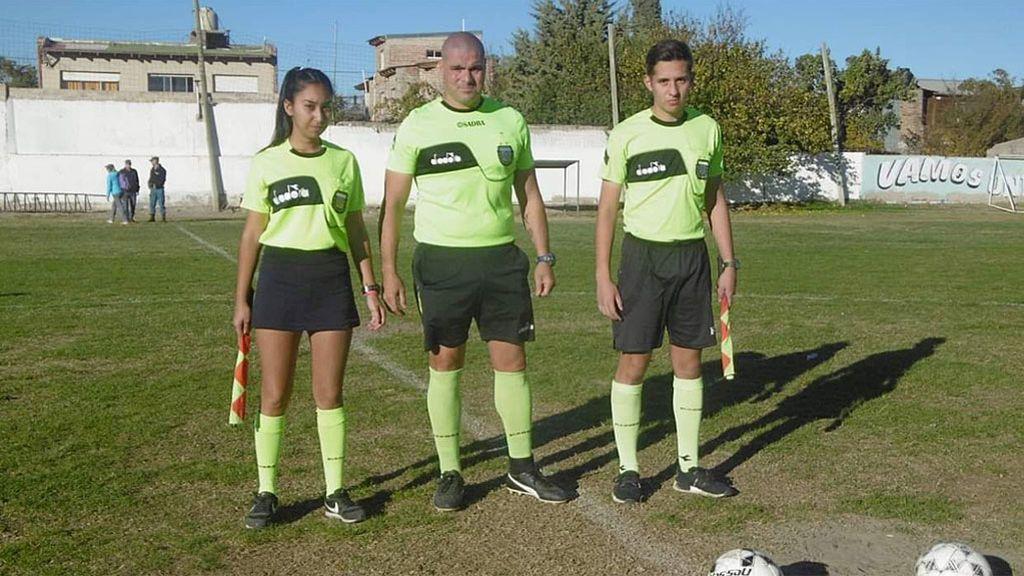 """""""Vete a fregar los platos"""": Una árbitro denuncia los insultos por parte de un entrenador durante un partido en Argentina"""