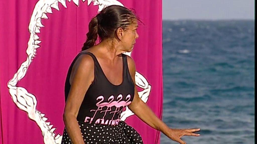 Isabel Pantoja se salva de la expulsión y sufre un ataque de pánico al tirarse al agua