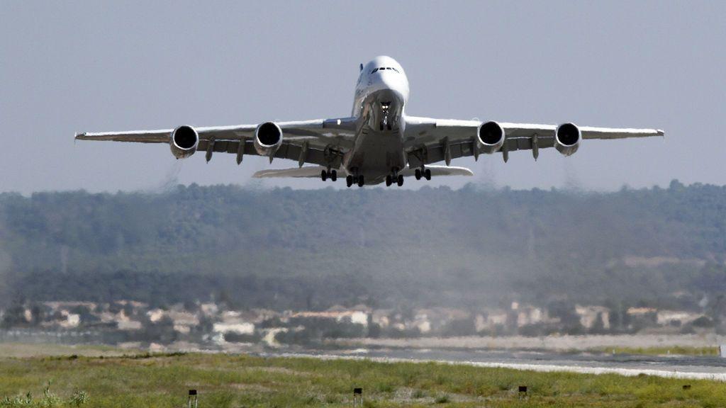 Muere una mujer dentro de un avión que se disponía a despegar en el Aeropuerto de Palma