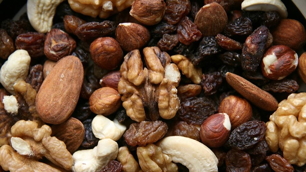 Los frutos secos, las uvas, las salchichas pueden provocar asfixia en niños menores de cinco años