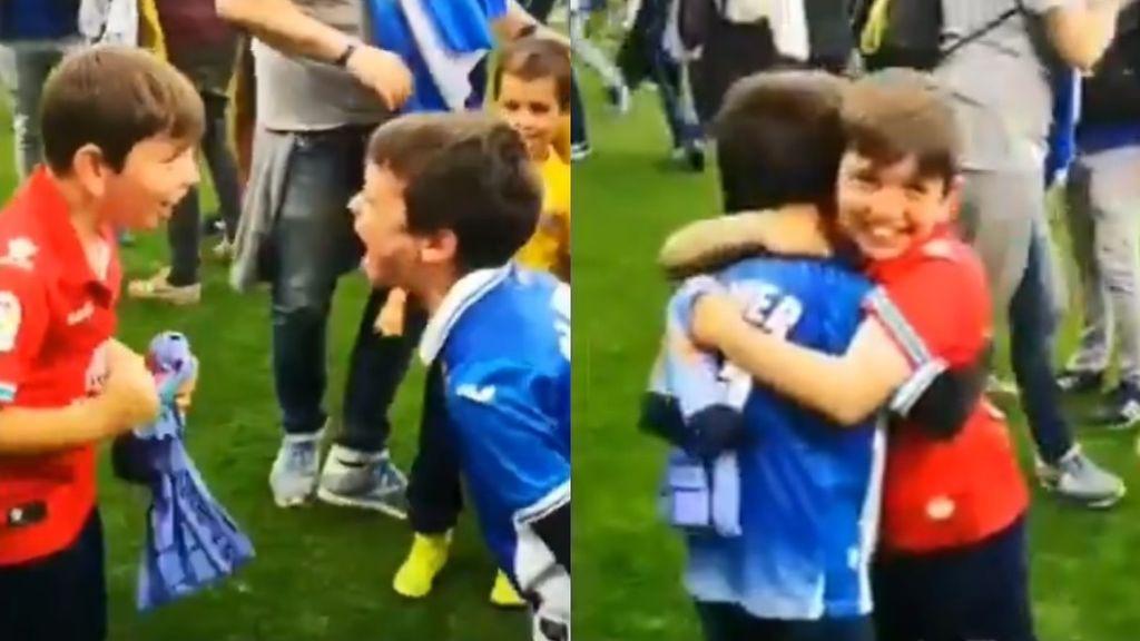 La emoción de unos niños aficionados del Espanyol al clasificarse para la Europa League