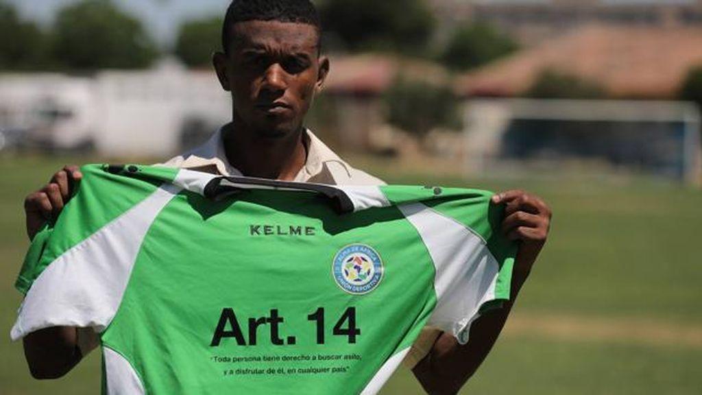 Un gol al racismo: Un equipo de fútbol de doce nacionalidades lucirá en sus camisetas los insultos que reciben durante los partidos