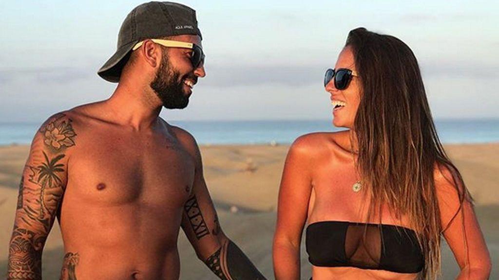 """El novio de Anabel Pantoja le pide matrimonio en medio de la playa y graban la sorpresa: """"No tengo palabras"""""""