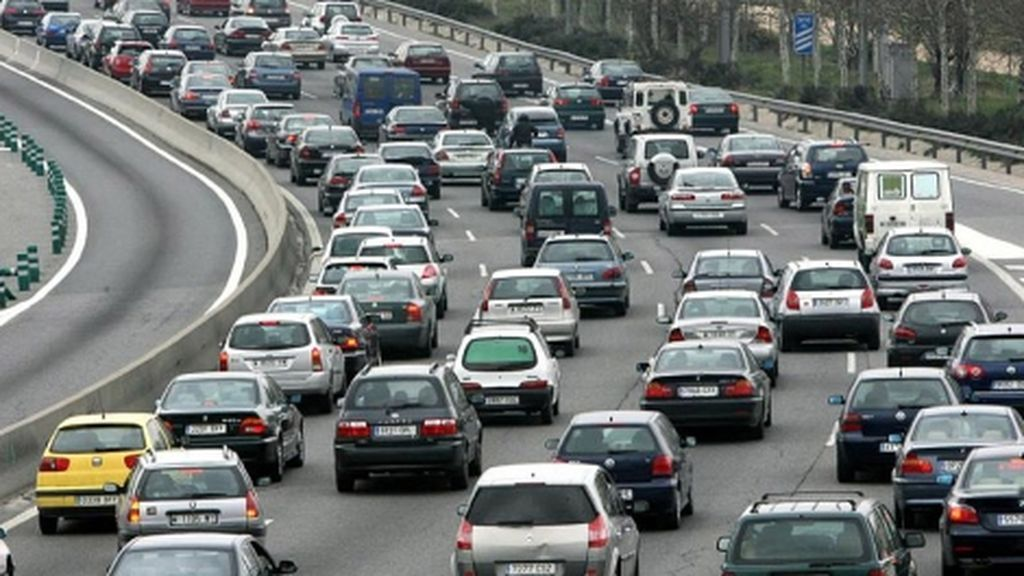 Ecologistas en Acción propone que los coches con menos de tres pasajeros paguen cinco euros en Valencia