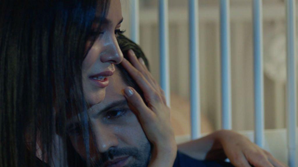 Zeynep le entrega a Emir las pruebas en su contra