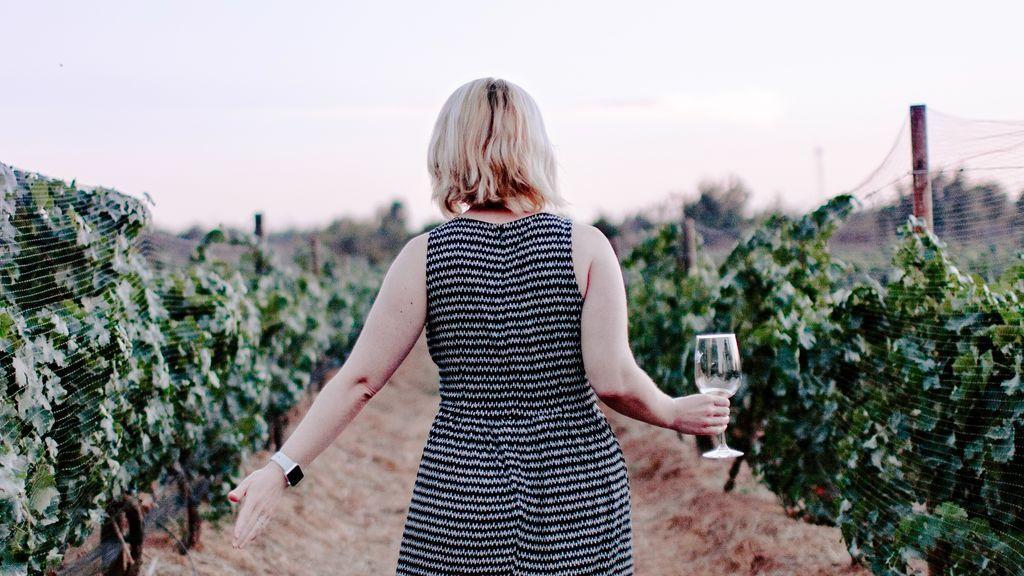 Por si buscas curro: 10.000 dólares con vino ilimitado por cuatro días de trabajo en Francia