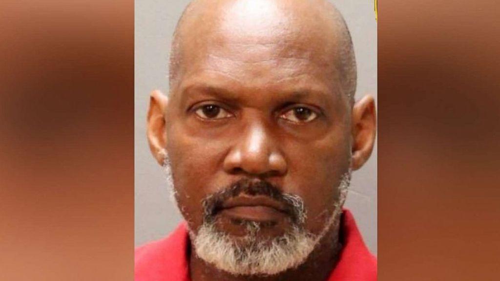 Detienen al propietario de una guardería de Florida por dejar a una niña morir en una camioneta al sol