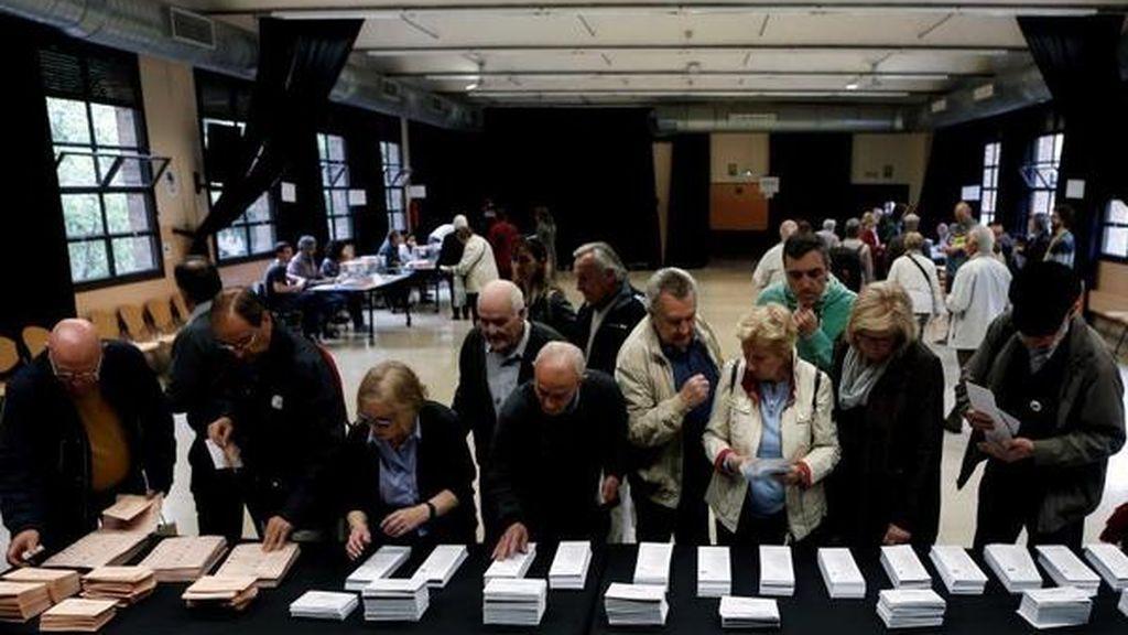 Una mujer sufre un infarto al votar en Mérida, y un presidente de mesa de Montijo, un ictus