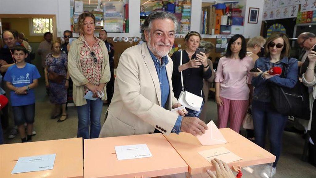 Pepu Hernández ejerce su derecho a voto