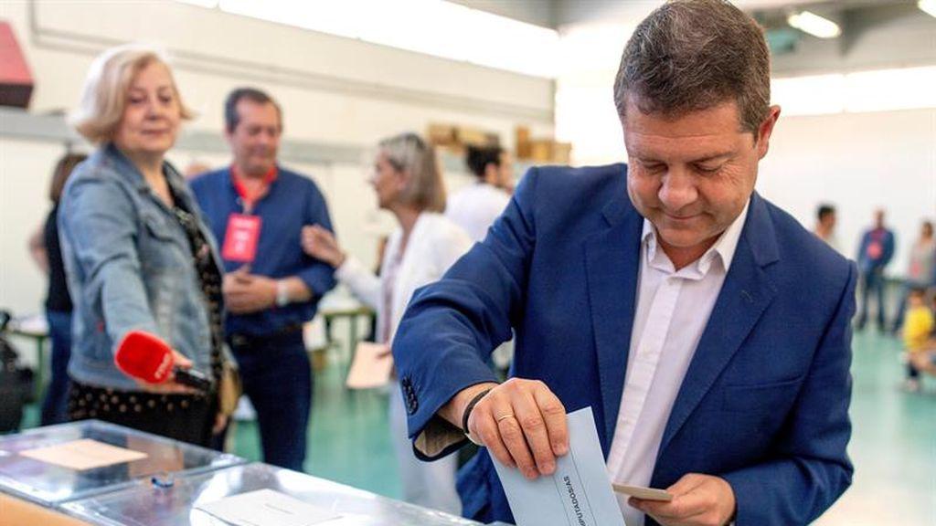 Emiliano García-Page ejerce su derecho al voto