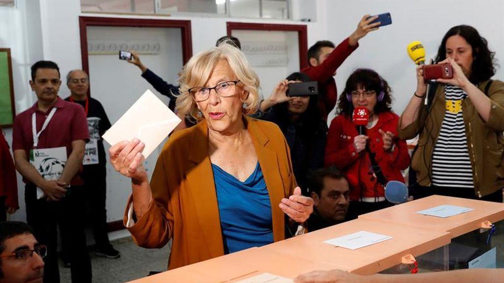 Carmena ejerce su derecho a voto
